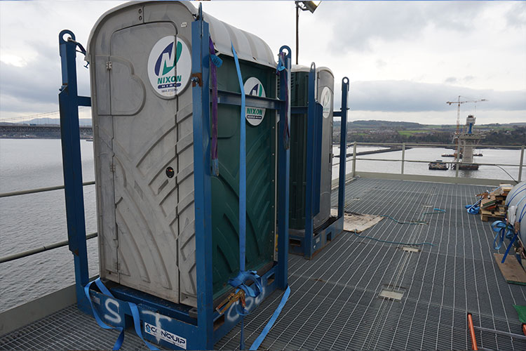 lifting frame for cranelifting of portable toilets